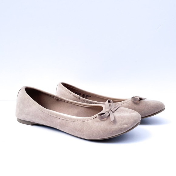 So Kohl's Beige Slip On Flats with Bow Sz 6
